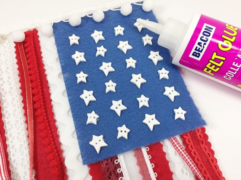 Add stars to the flag with glue by Creatively Beth #creativelybeth #createwithkunin #flag #craft #scrapflag