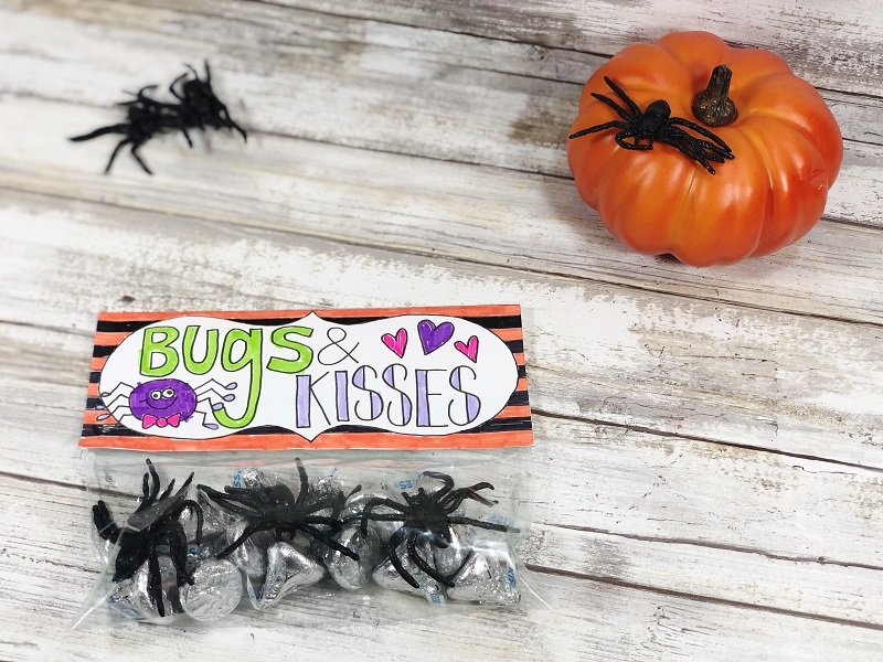Hand drawn Bugs and Kisses Halloween Treat Toppers by Creatively Beth #freeprintable #halloween