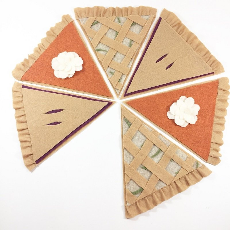 Creatively Beth creates a DIY Thanksgiving Pumpkin Pie Banner #creativelybeth #thanksgivingcrafts #piebanner #feltcrafts #piegarland #pumpkinpiebanner