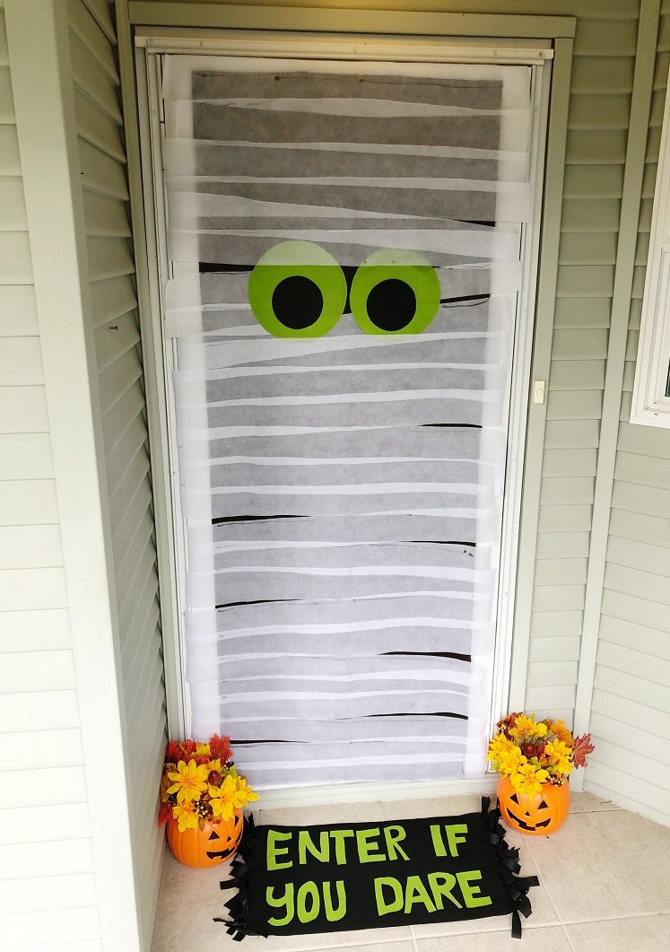 Creatively Beth make a mummy door in 30 minutes