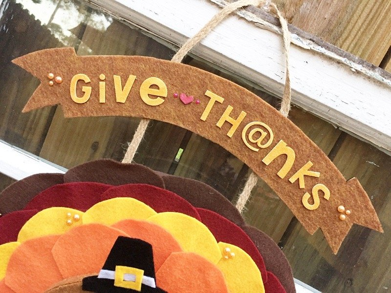 Creatively Beth Detail of the colored letter stickers #creativelybeth #Thanksgiving #Crafts #feltcrafts #TurkeyWreath