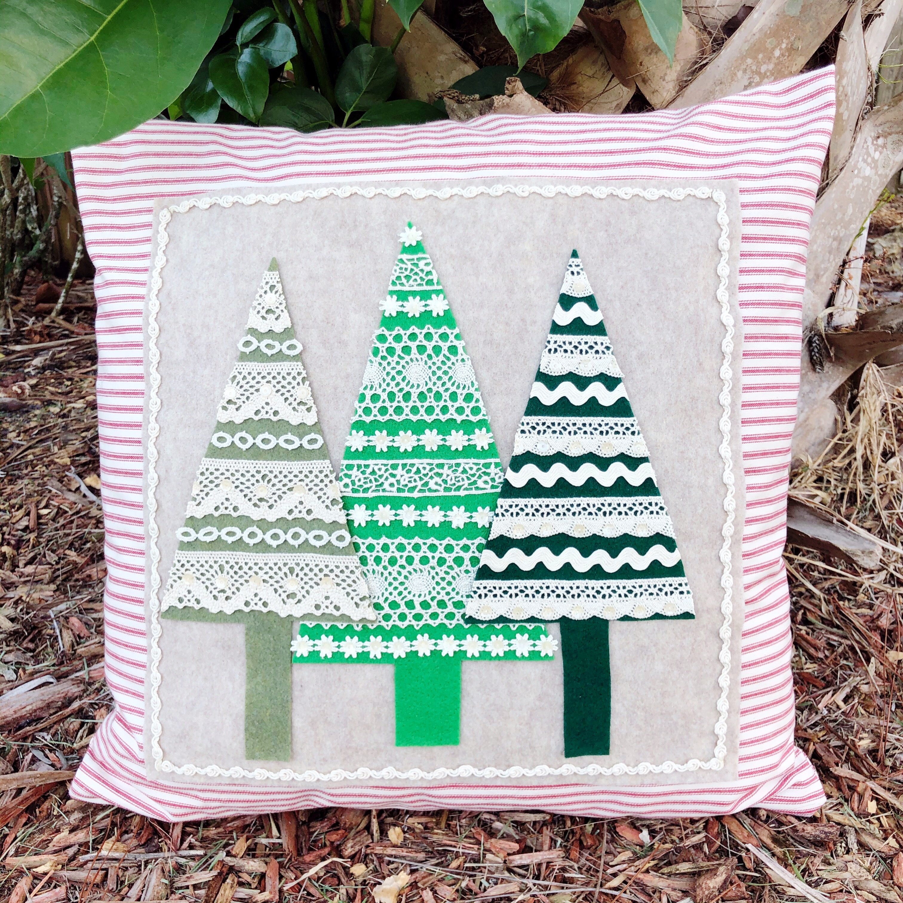 Creatively Beth Oh Christmas Tree Pillow #ffwpillowparty2019 #creativelybeth #polyfil #fairfieldworld