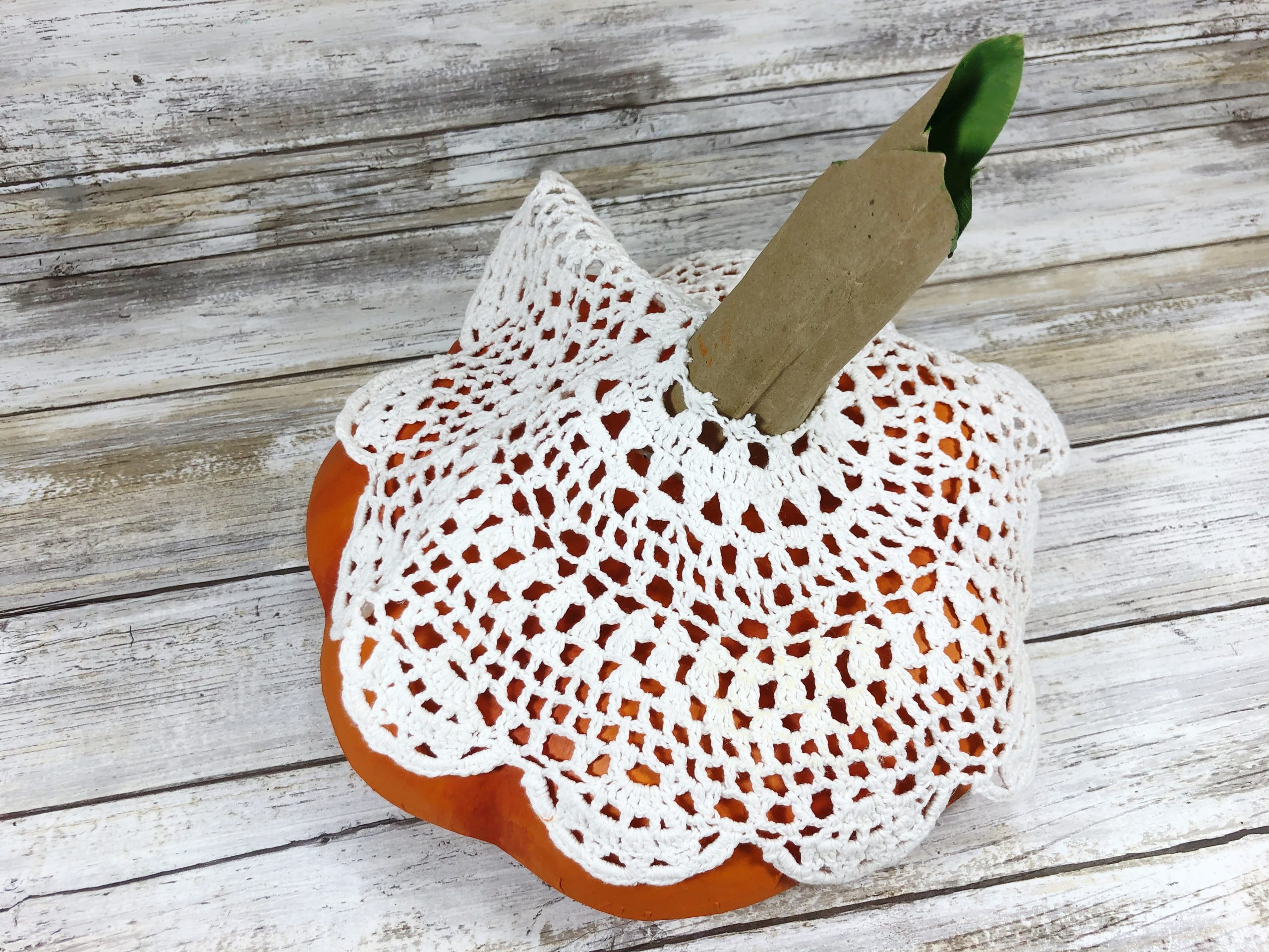 Creatively Beth Embellish Pumpkins with Lace #creativelybeth #pumpkins #lace #decoart #homedecor #diy