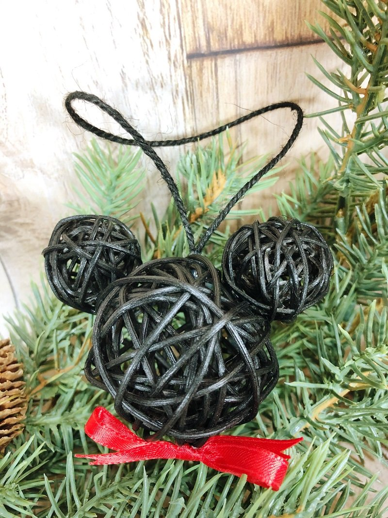 Mickey Dollar Tree Ornaments #creativelybeth #mickeyandminnie #disneycraft #christmascraft