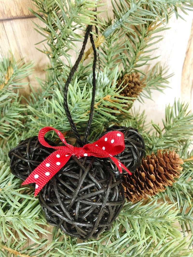 Minnie Dollar Tree Ornaments #creativelybeth #mickeyandminnie #disneycraft #christmascraft