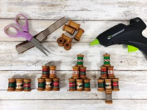 Wrap Wooden Spools with Ribbon to Decorate your Christmas Tree Ornament Creatively Beth #creativelybeth #christmasornaments #handmade #30minutecrafts #christmascrafts