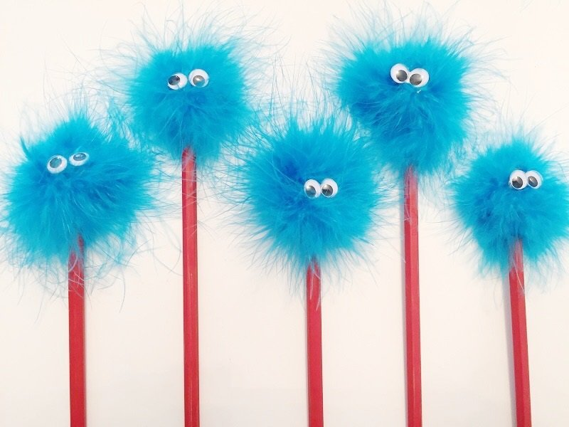 Fun Thing 1 and Thing 2 Pencils Creatively Beth #creativelybeth #catinthehat #drseuss #thing1andthing2 #kidscrafts