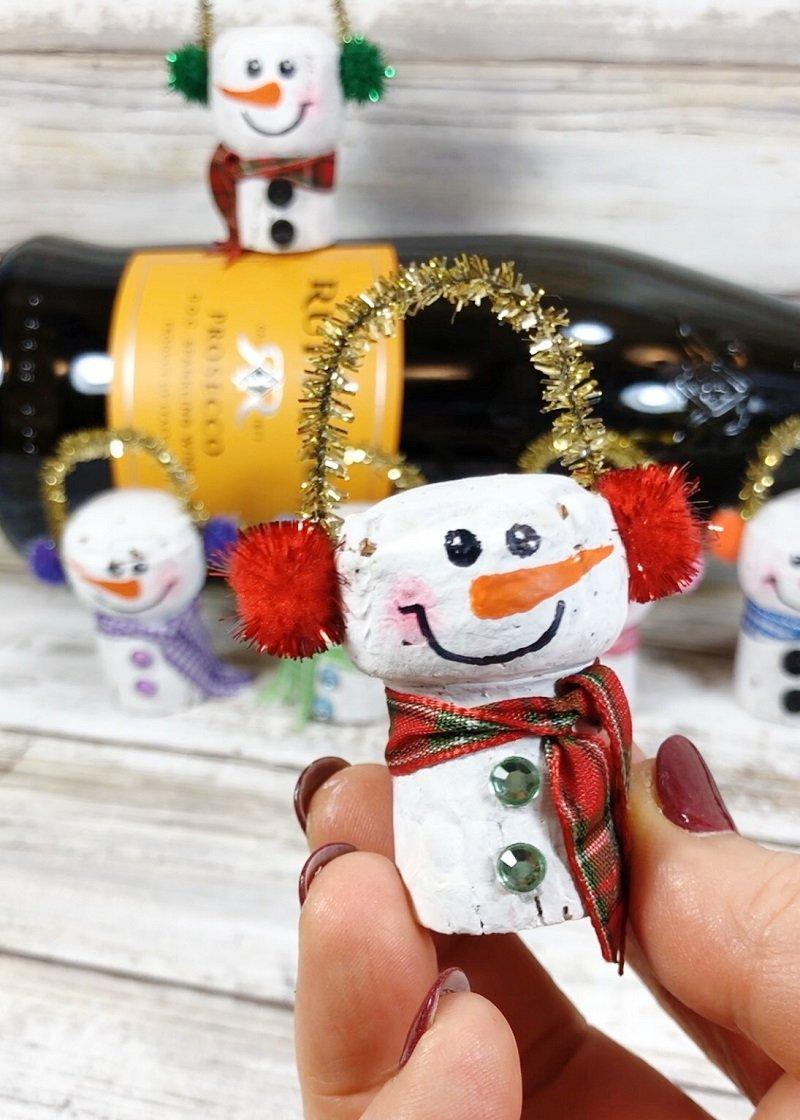 Champagne Cork Snowmen - Creatively Beth #creativelybeth #corkcrafts #snowmencrafts #recycled #dollartreecrafts