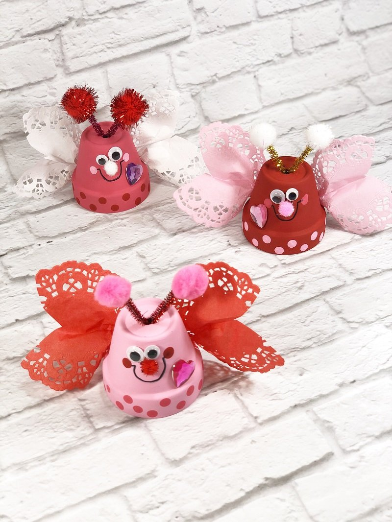 Quick and easy Clay Pot Love Bugs Craft Creatively Beth #creativelybeth #dollartreecrafts #kidscrafts #claypotcrafts #valentinesdaycrafts