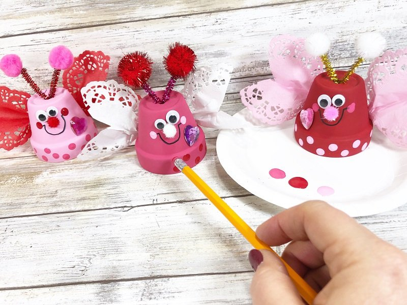 Accent with polka dots Clay Pot Love Bugs Craft Creatively Beth #creativelybeth #dollartreecrafts #kidscrafts #claypotcrafts #valentinesdaycrafts