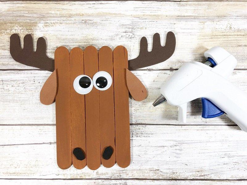 Moose Craft Stick Arctic Animals Creatively Beth #creativelybeth #craftstickcrafts #dollartreecrafts #kidscrafts