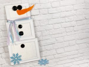 Dollar Tree Picture Frame Snowman Creatively Beth #creativelybeth #dollartreecrafts #snowmancrafts #kidscrafts #wintercrafts