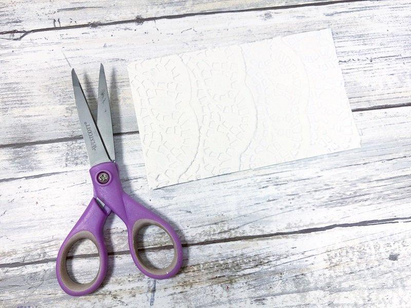Layered Paper Doilies Dollar Tree Picture Frame Snowman Creatively Beth #creativelybeth #dollartreecrafts #snowmancrafts #kidscrafts #wintercrafts