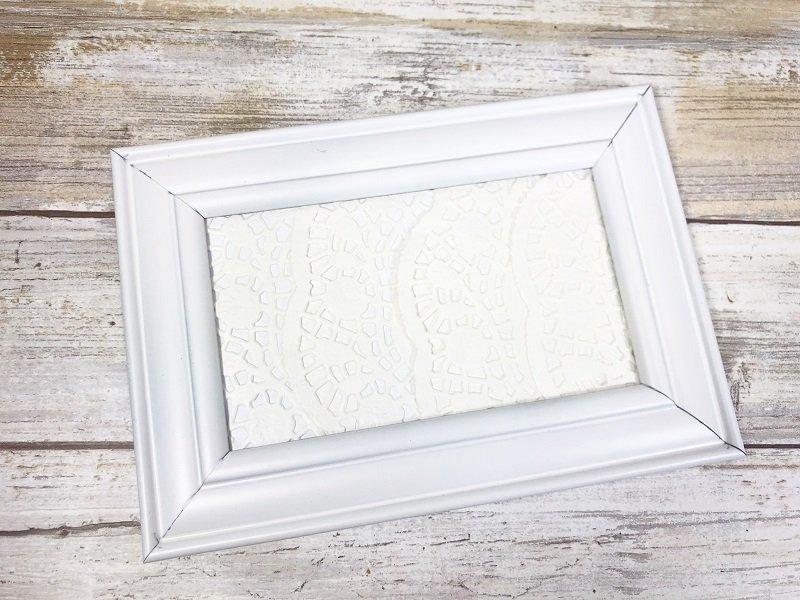 Insert back into frame Dollar Tree Picture Frame Snowman Creatively Beth #creativelybeth #dollartreecrafts #snowmancrafts #kidscrafts #wintercrafts