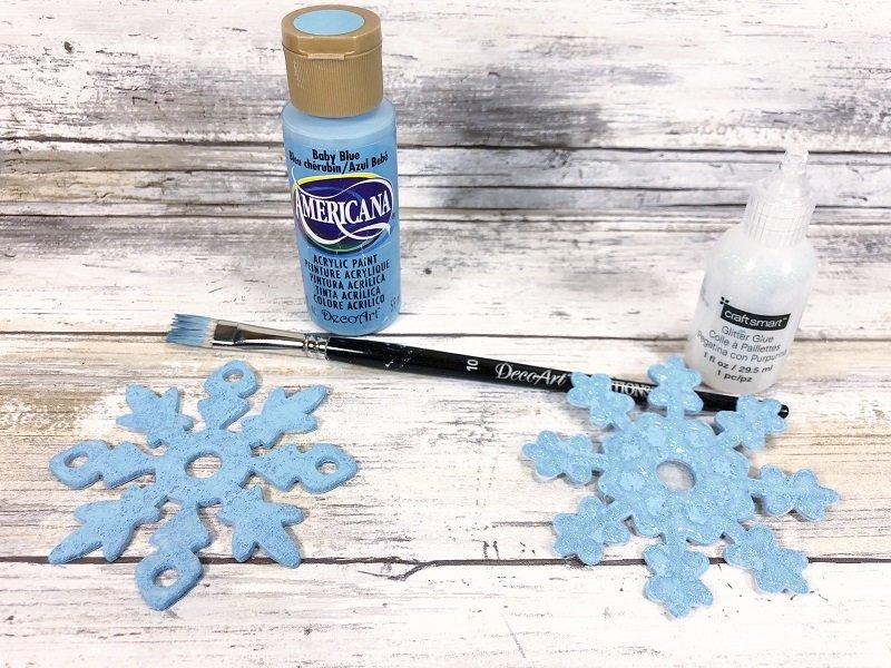 Decorate a snowflake Dollar Tree Picture Frame Snowman Creatively Beth #creativelybeth #dollartreecrafts #snowmancrafts #kidscrafts #wintercrafts