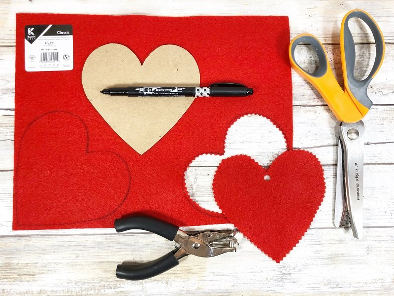 Cut hearts from Kunin Felt Creatively Beth #creativelybeth #fairfieldworld #artabandonment #glittercrafts #heartcrafts #kindnesscrafts