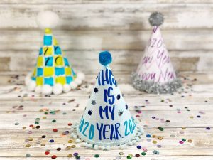 Hand-Lettered Party Hats for New Years Eve - Creatively Beth #creativelybeth #handlettered #newyearseve #freeprintable