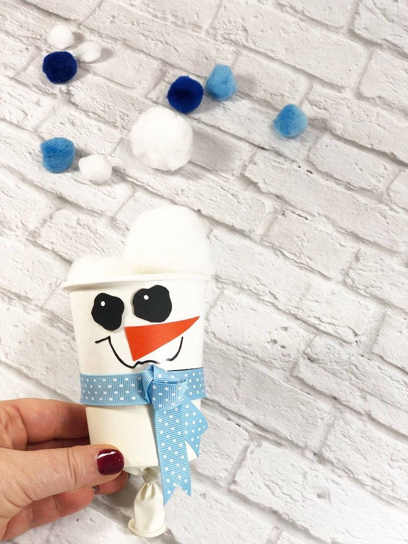 Snowman Pom Pom Popper Creatively Beth #creativelybeth #dollartreecrafts #pompom #snowman