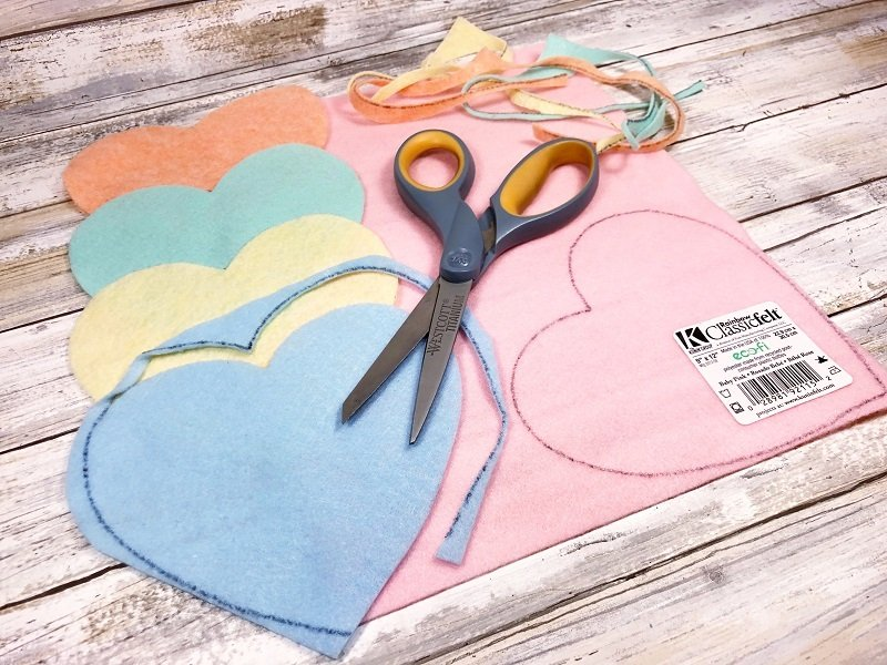 Pastel colors of felt match conversation candy hearts by Creatively Beth #valentinecrafts #heartcrafts #feltcrafts #creativelybeth
