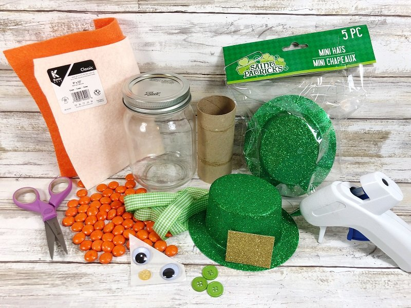 Materials needed for Leprechaun Mason Jar Creatively Beth #creativelybeth #masonjarcrafts #leprechaun #stpatricksday #kidscrafts