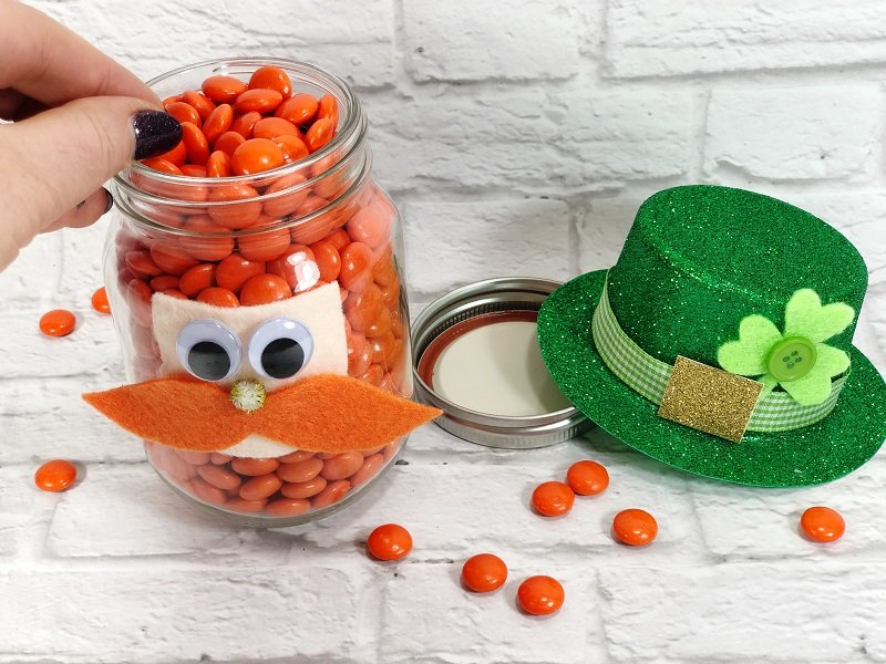 Leprechaun Mason Jar for St. Patrick's Day Creatively Beth #creativelybeth #masonjarcrafts #leprechaun #stpatricksday #kidscrafts