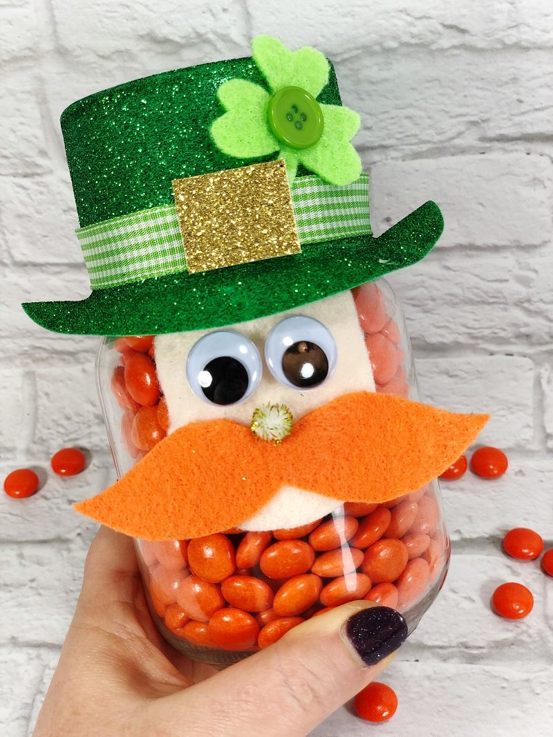 Mason Jar Leprechaun a St. Patrick's Day DIY Creatively Beth #creativelybeth #masonjarcrafts #leprechaun #stpatricksday #kidscrafts