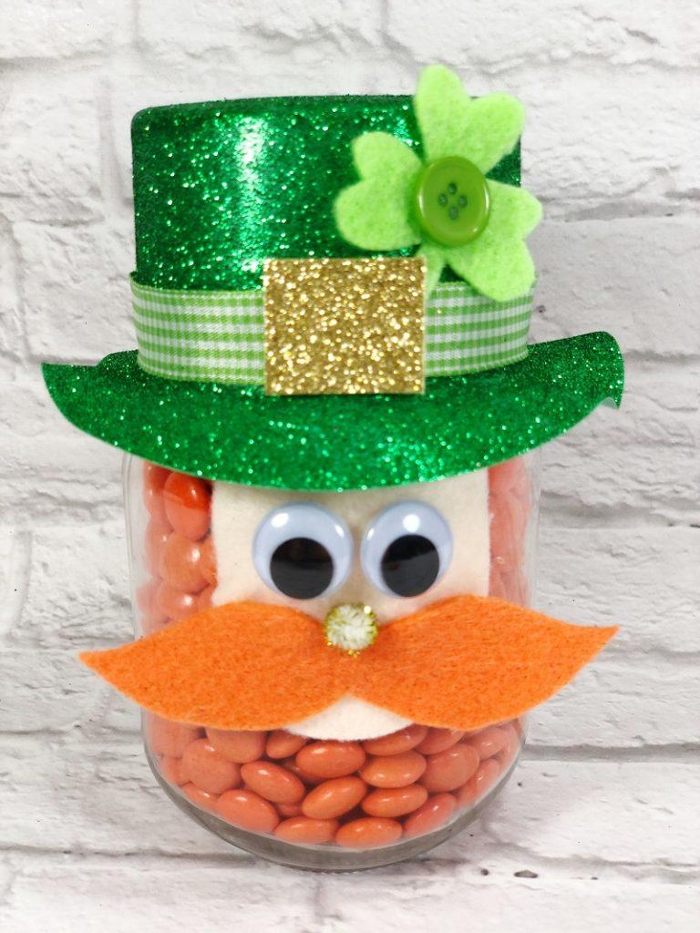 Mason Jar Leprechaun a St. Patrick's Day DIY Creatively Beth #creativelybeth #masonjarcrafts #leprechaun #stpatricksday #kidscrafts