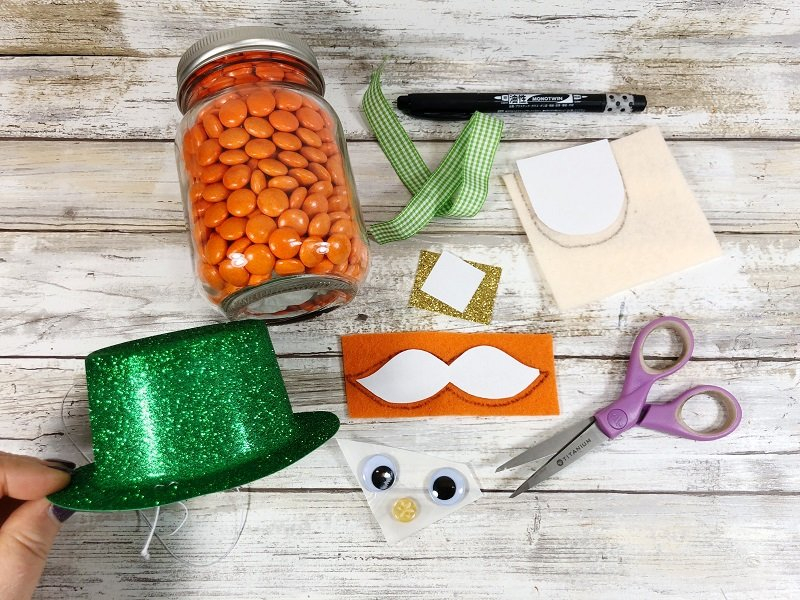 Create the Leprechaun features to the Mason Jar Creatively Beth #creativelybeth #masonjarcrafts #leprechaun #stpatricksday #kidscrafts