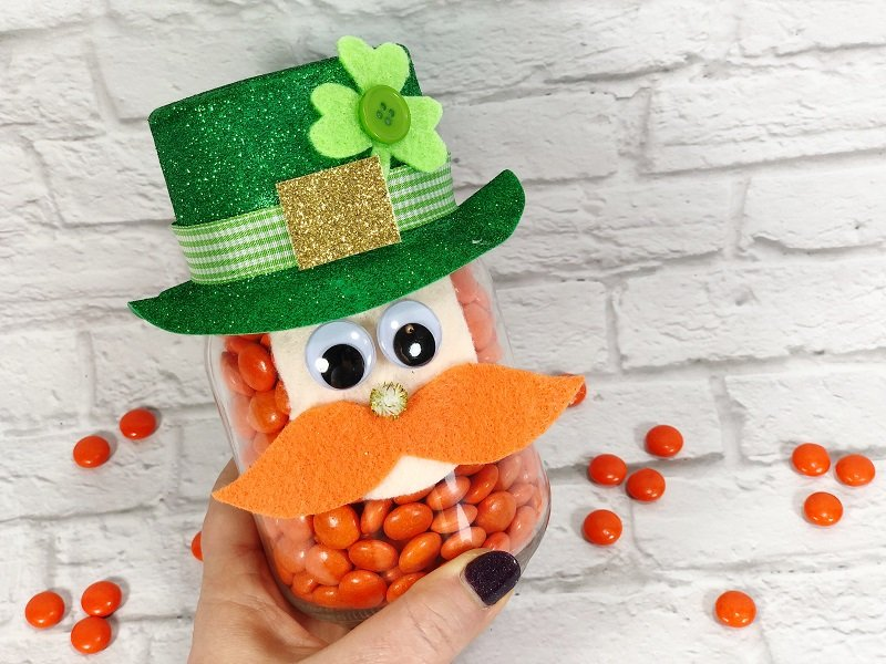 Mason Jar Leprechaun with a secret candy surprise Creatively Beth #creativelybeth #masonjarcrafts #leprechaun #stpatricksday #kidscrafts