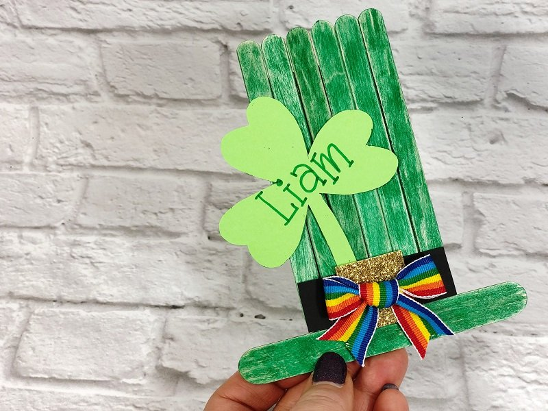 Craft Stick Leprechaun Hat Creatively Beth #creativelybeth #kidscrafts #leprechaun #stpatricksday
