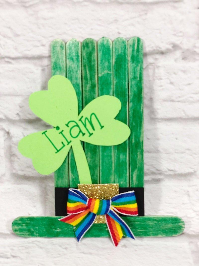 Craft Stick Leprechaun Hat Creatively Beth #creativelybeth #kidscrafts #leprechaun #stpatricksday