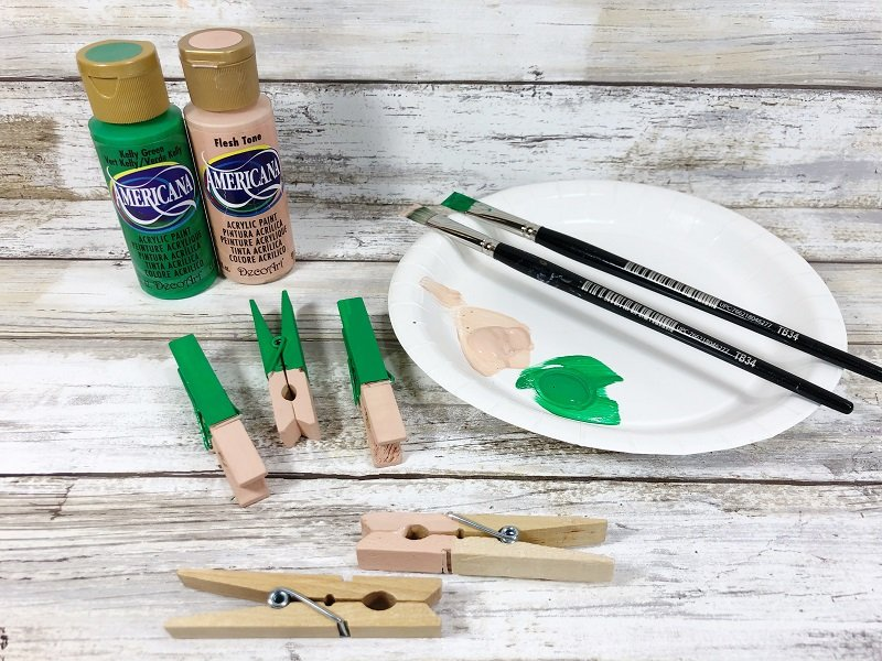 Paint clothespin Kelly Green and Flesh Tone Creatively Beth #creativelybeth #leprechauns #stpatricksdaycrafts #kidscrafts #dollartreecrafts