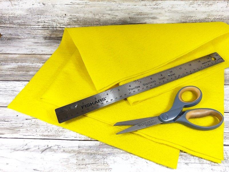 Cut Yellow Kunin Felt rectangles Creatively Beth #creativelybeth #fairfieldworld #eastercrafts #bunny #chick