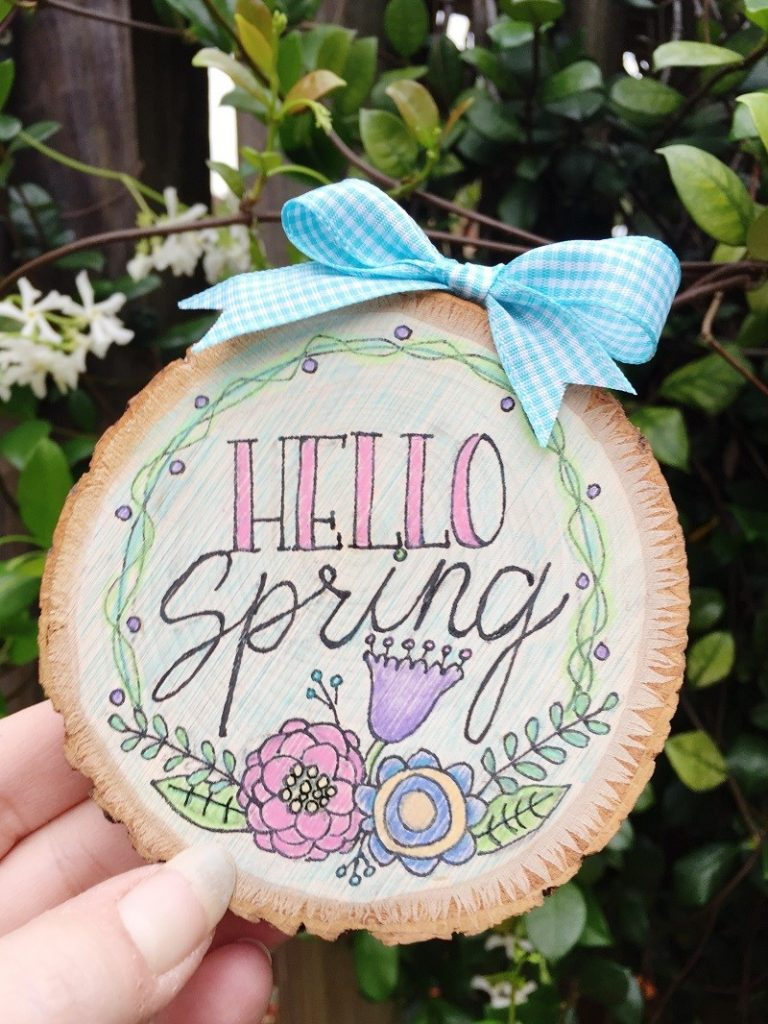 How to Create Faux Wood Burning with Tombow MONO Drawing Pen Creatively Beth #creativelybeth #woodburning #springcrafts #woodslice #doodle #handlettering