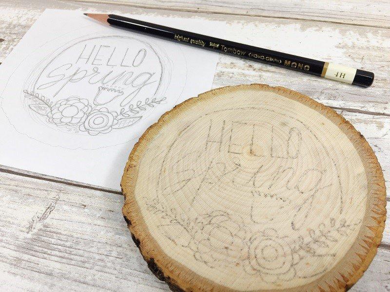 Transfer design on to wood slice Creatively Beth #creativelybeth #woodburning #springcrafts #woodslice #doodle #handlettering