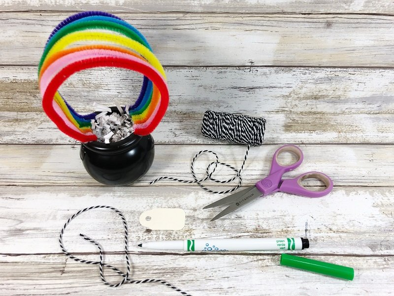 Create a name tag for the pot of gold craft Creatively Beth #creativelybeth #rainbow #potofgold #dollartree #stpatricksdaycrafts