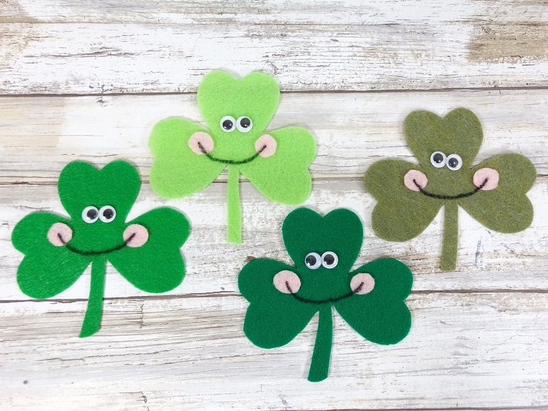 Quick and easy crafting Shamrocks with the kiddos Creatively Beth #creativelybeth #shamrocks #kidscrafts #kawaii #feltcrafts