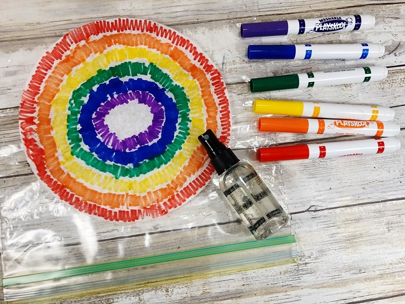 Color coffee filters with markers on zip top bag Creatively Beth #cretivelybeth #dollartreecrafts #kidscrafts #colorblending #rainbowcrafts