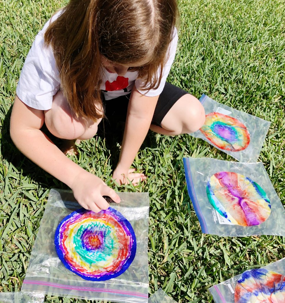 Spray with water to watch the colors blend Creatively Beth #cretivelybeth #dollartreecrafts #kidscrafts #colorblending #rainbowcrafts