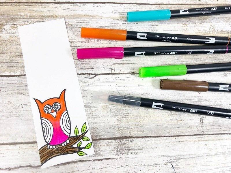 Use the Dual Brush Pen Colorless Blender to mix the colors Creatively Beth #creativelybeth #owls #freeprintable #howtodoodle #drawing