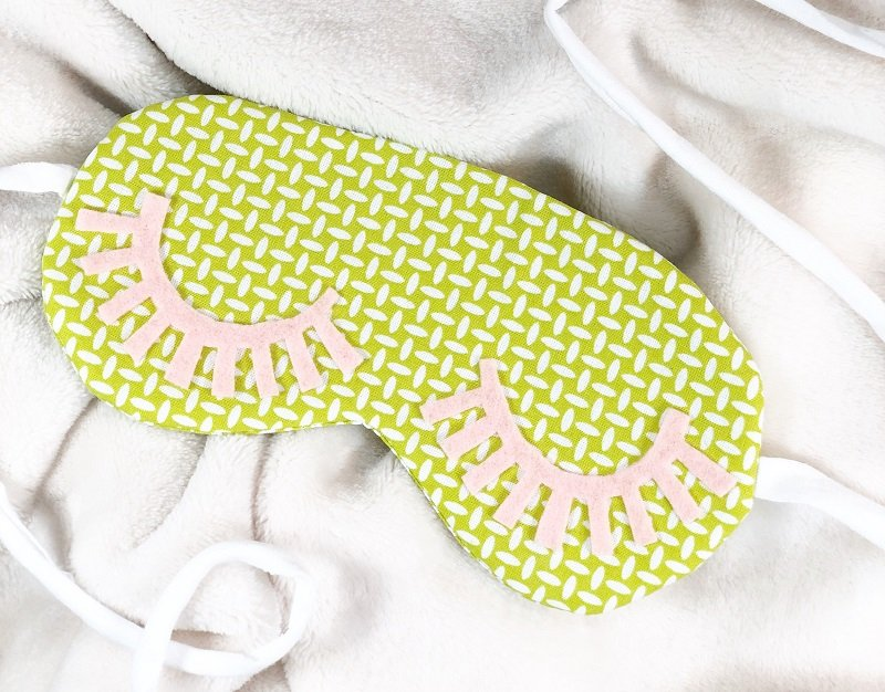 Create a Simple DIY Sleep Mask Creatively Beth #creativelybeth #sleepmask #freepattern #easysewing #polyfil