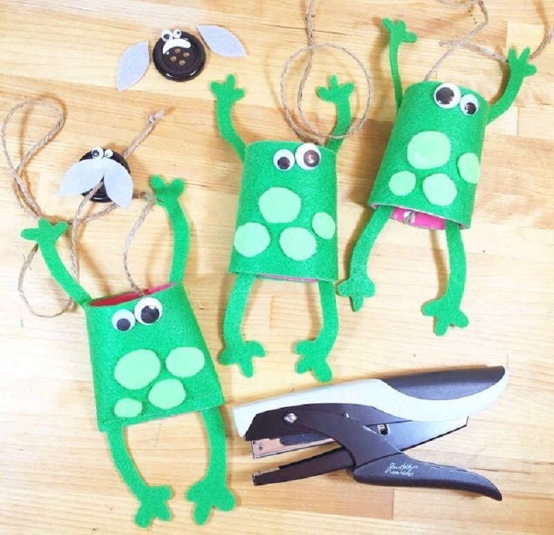 Have an adult help staple the bottom of the frog closed Creatively Beth #creativelybeth #recycled #toiletpapertube #tptube #kidscraft #frog