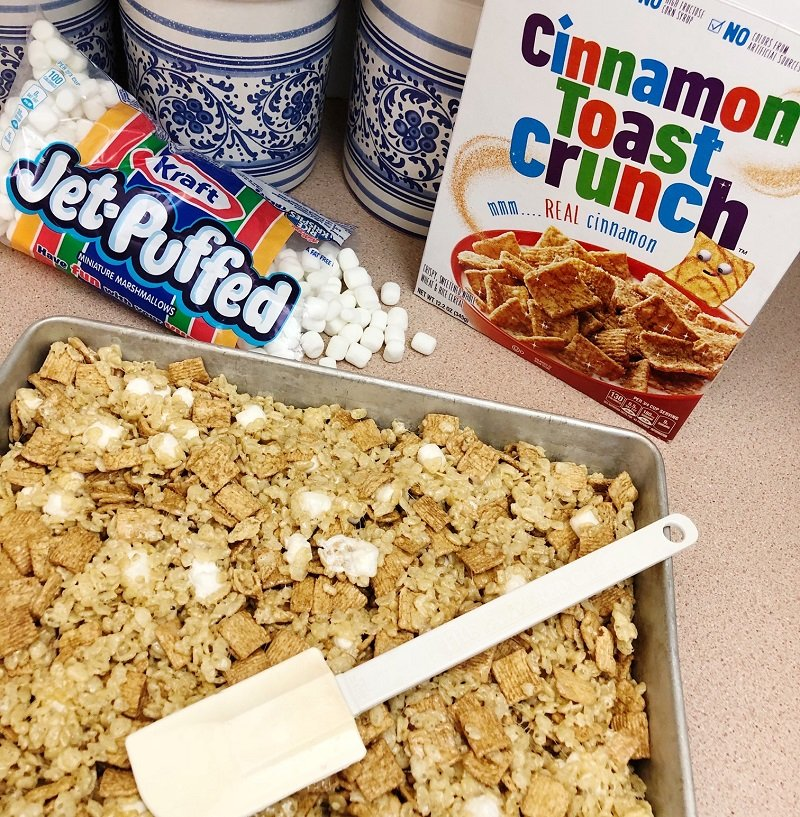 Melt marshmallows and butter then add cereal and combine Creatively Beth #creativelybeth #ricekrispietreats #churro #dessert #churrocrispytreats #cincodemayo
