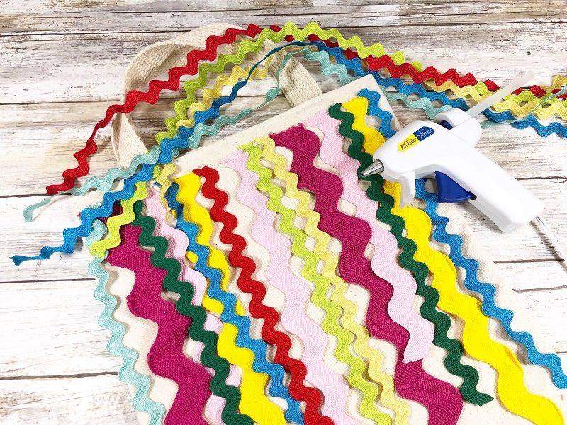 Layer on medium size rick rack in bright colors with hot glue Creatively Beth #creativelybeth #markettote #totebag #upcycle
