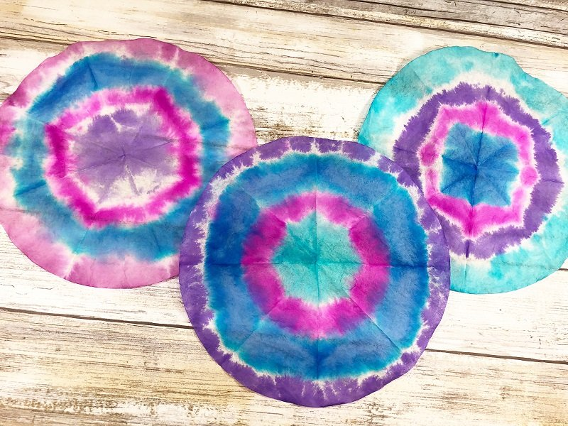 Tie Dye Bullseye technique Creatively Beth #creativelybeth #teidye #techniques #tombow #tombowdualbrushpens #dollartreecrafts #kidscrafts