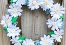 Happy Daisy Wreath for Mothers Day Creatively Beth #creativelybeth #daisy #wreath #mothersdaycraft #kidscraft #feltcraft #feltflowers