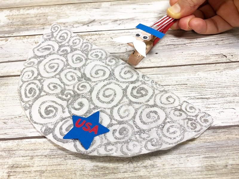Clip clothespin onto coffee filter Creatively Beth #creativelybeth #kidscrafts #unclesam #patrioticcrafts