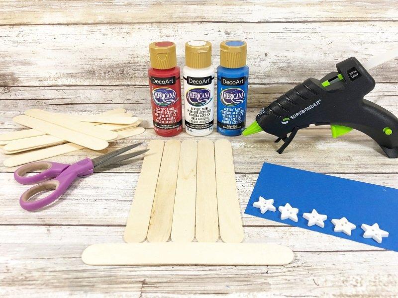 Materials needed to create craft stick patriotic hat Creatively Beth #creativelybeth #craftsticks #kidscrafts #patrioticcrafts #redwhiteandblue
