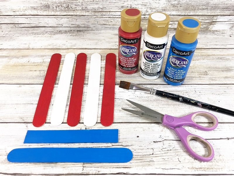 Paint craft sticks red white and blue Creatively Beth #creativelybeth #craftsticks #kidscrafts #patrioticcrafts #redwhiteandblue