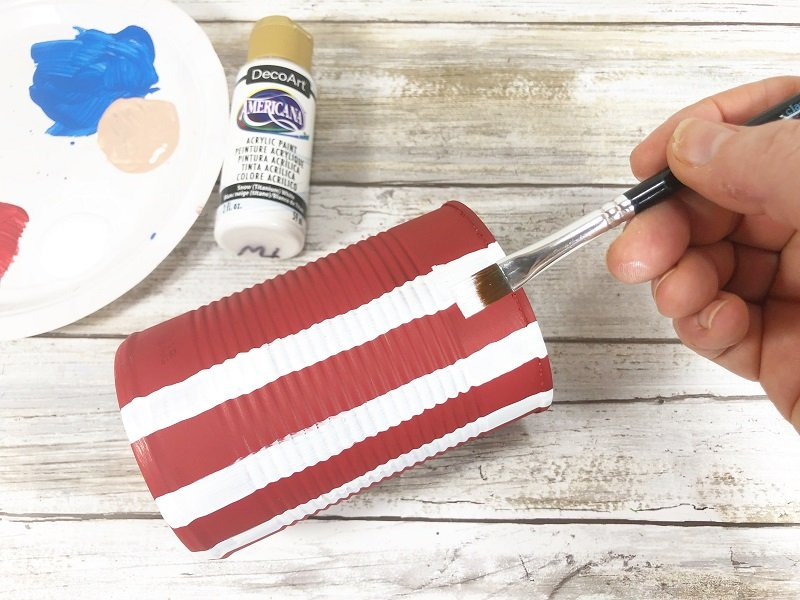 Add white painted stripes to the red painted soup can Creatively Beth #creativelybeth #unclesam #upcycled #recycled #craft #patriotic